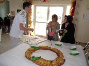 Superbe galette des rois aussi belle que bonne, et notre couple de boulanger de ST Laurent de la Prée.