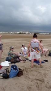 malgré un ciel menaçant, nous profitons de la plage !