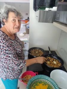 Madeleine spécialiste de l'omelette !