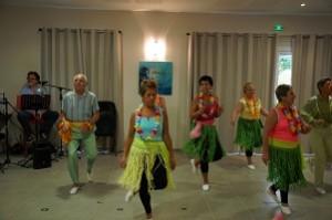 Les danseuses et le danseur sont au rythme endiablé du Kuduro