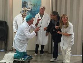 Les 3 docteurs, le patient et la secrétaire