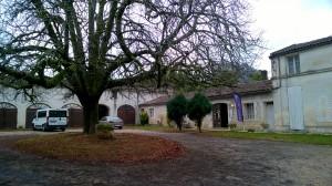 L'extérieur de la cave du domaine Château Gynot